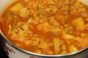अालु गोभी टमाटर रसीली Aloo Gobhi Tomato Gravy